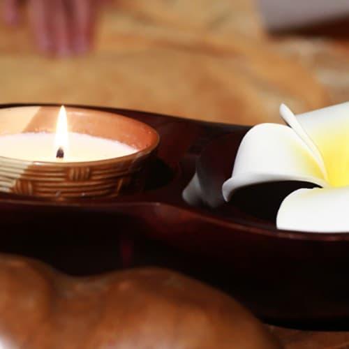 Массаж ног с воском арома свечи